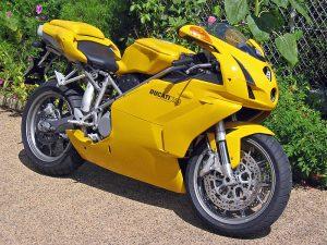 Comprendre le rôle du courtier pour l'assurance de votre moto sportive.