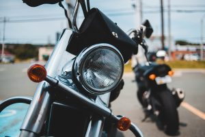 Bien assurer sa moto verte hybride ou électrique.