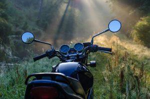 Résilier son contrat d'assurance moto à sa date d'échéance.